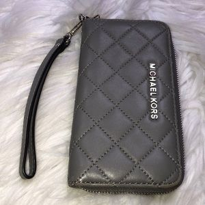 MICHAEL KORS wristlet gray quilted